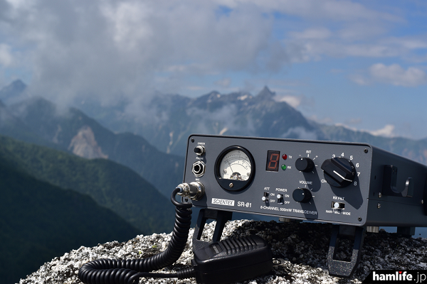 8ch 500mW出力の新ポータブル市民ラジオ機「SR-01」。運用イメージ/写真提供:シズオカAR96局(同Webサイトから)