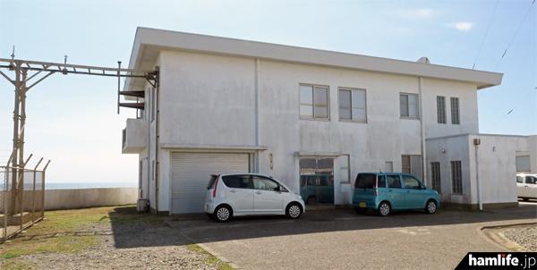 船舶気象通報局の送信機が設置されている局舎。12時ちょうどに停波作業が行われた