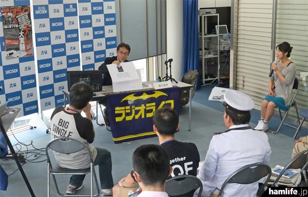 テクニカルライターの細田時弘氏(JK1UEG)が、「ラジオライフ漫談」と題した危ない内容のトークショーを行った