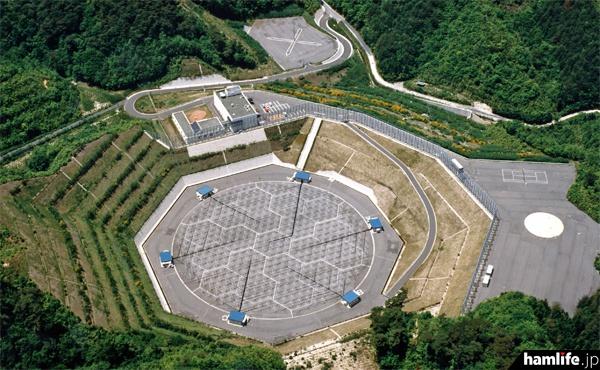 上空から撮影した「京都大学生存圏研究所 信楽MU観測所(信楽MUレーダー)」の全景