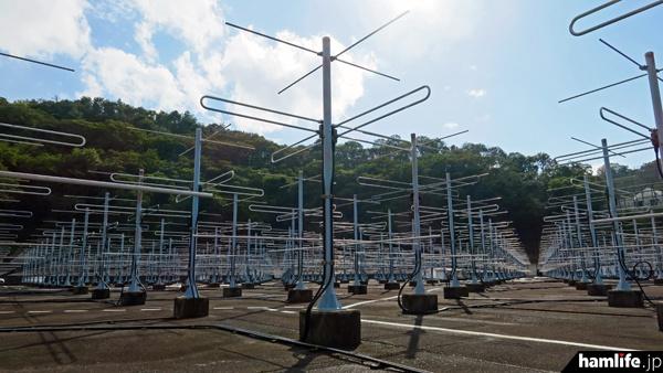 周波数46.5MHzの3エレクロス八木は475本すべてが上空を向いているが、電子的にビーム方向を走査することが可能