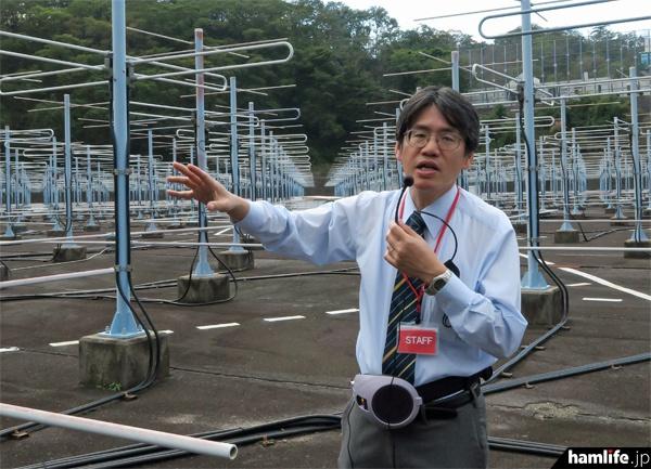 説明を行う京都大学生存圏研究所のスタッフ