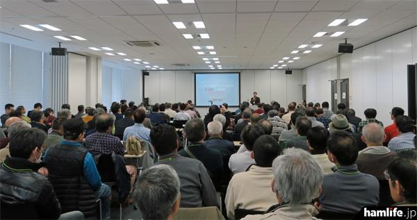 柳澤氏の講演は超満員で立ち見が出る盛況ぶりだった