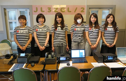 「FB Girlsが行く!! ~元気娘がアマチュア無線を体験~」に登場するFB Girls。左から3人目は歌手のMasaco(JH1CBX)だ(写真提供:月刊FBニュース)