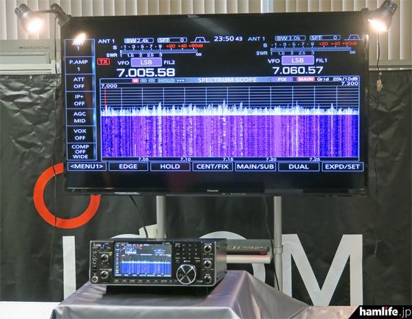 展示された開発中の新製品、IC-7610は自由に触れることができた。価格は未定だが発売予定は「2017年初夏」という発表があった