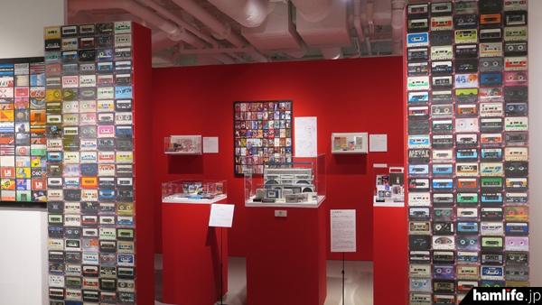 各社のカセットテープと著名人のカセットテープコレクションコーナーもある