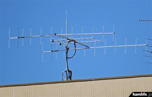 静岡県浜松市の静岡大学工学部に設置された、STARS-C衛星追尾用のアンテナ(hamlife.jp 2016年4月撮影)