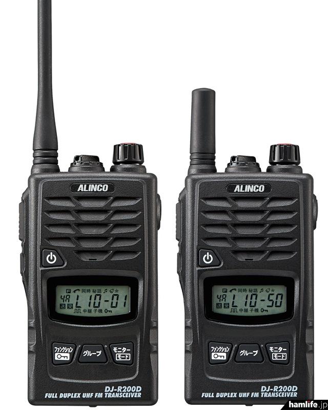 ライセンスフリー無線愛好者待望の「全部入り特小」、DJ-R200D。左:ロングアンテナタイプのDJ-R200D(L)、右:ショートアンテナ仕様のDJ-R200D(S)