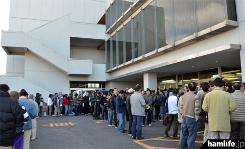 2011年12月に開催された30周年大創業祭は、開場前から長蛇の列ができた