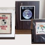 <DXerの証といえるアイテム>「オーナーロール」「No.1オーナーロール」「5バンドDXCC」、達成局に贈られる3種類の「盾」がヤフオクに出品