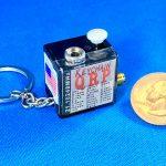 """<本体サイズは約25×25×19mm>キーホルダー付き!! """"世界最小""""のHF帯モノバンドCW送信機、米国の通販サイトで発売中!!"""